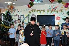 Дети нашего прихода поздравили одиноких пенсионеров с праздником Рождества Христова