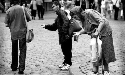 Как подавать милостыню и помощь с рассуждением