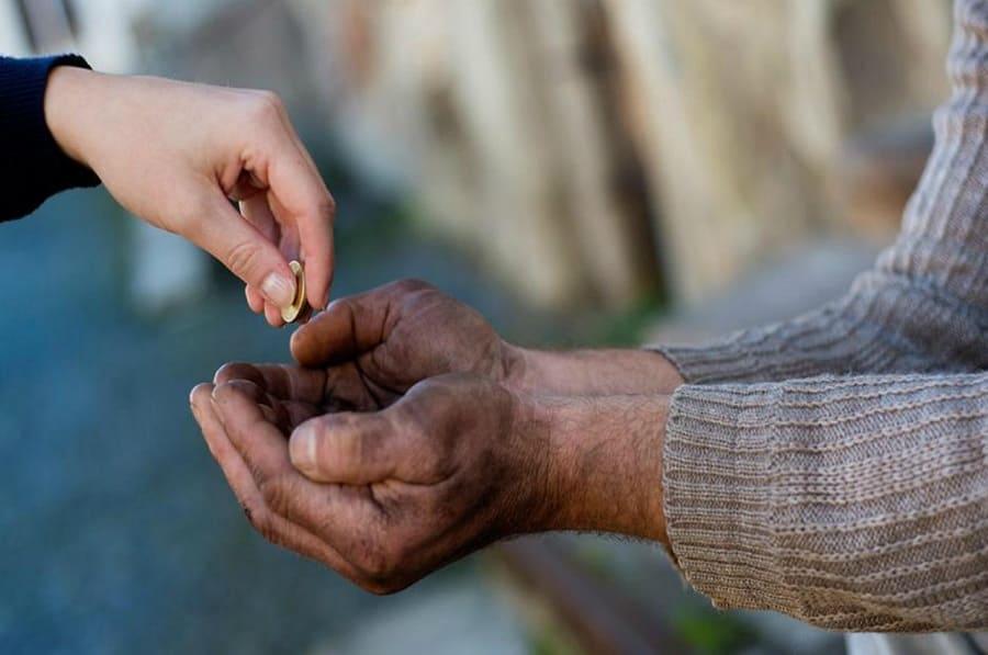 Как давать милостыню