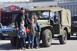 Иерей Сергий Олисов с детьми