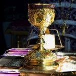 Что символизирует причащение верующих в храме?
