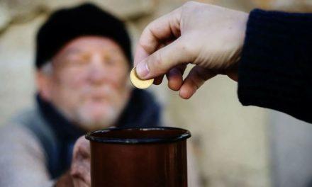 Как правильно подавать милостыню? Нужно ли подавать всем подряд?