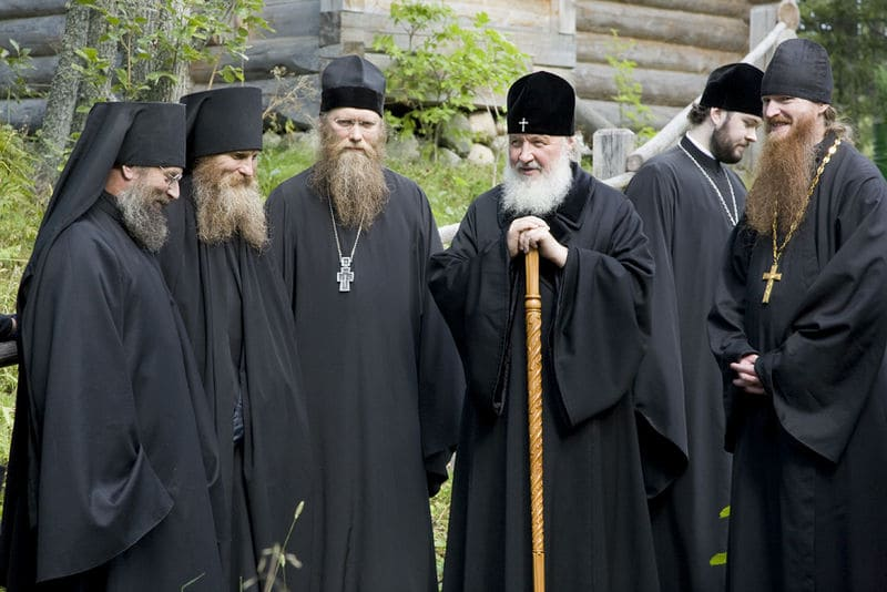 Почему рясы у священников и монахов черного цвета?