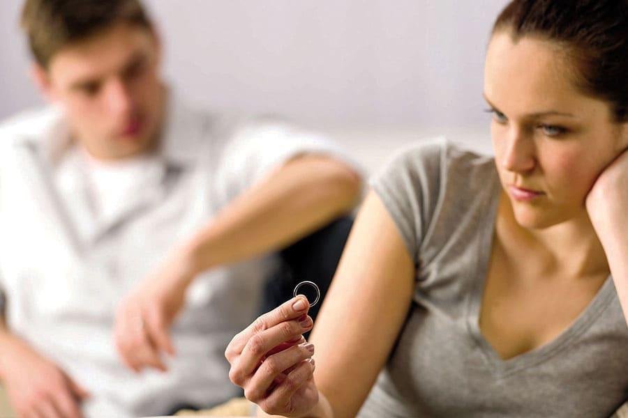 Если муж запрещает ходить в храм, стоит ли разводиться?