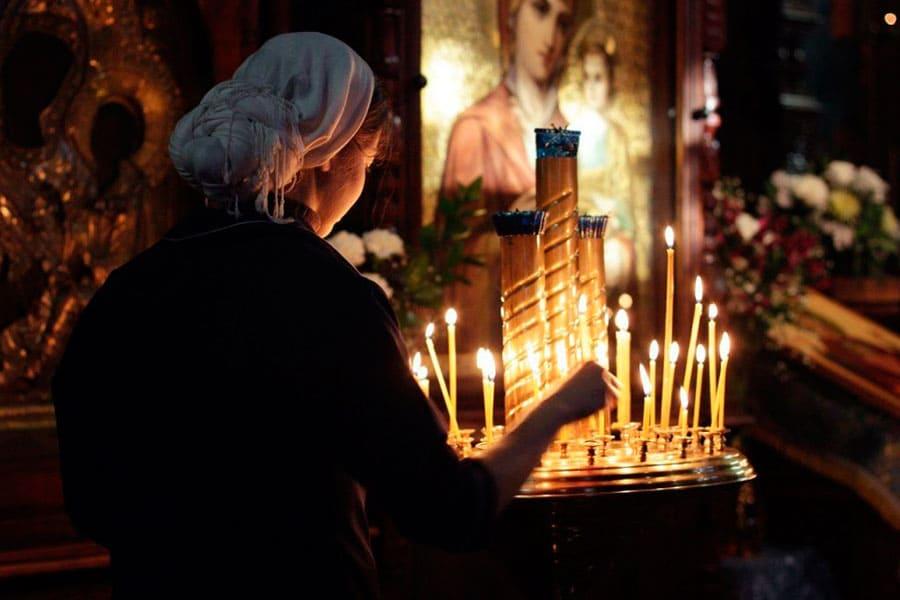 «Пресвятая Богородице, спаси нас»: не ошибочно ли такое прошение?