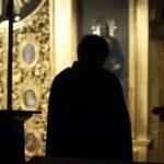 Нужно ли делать земной поклон на «Святая Святым»?