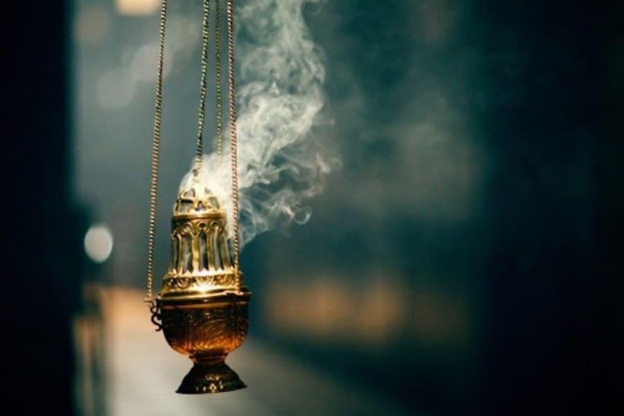 Зачем в храме используют ладан и совершают каждение?