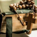 Могут ли молиться за нас праведные умершие родственники?